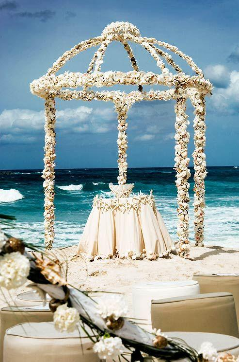 chic beach wedding ceremony ideas 278 int What to wear to a wedding